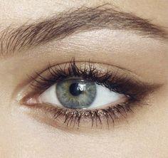 The Soft Cat-Eye: brown pencil eyeliner