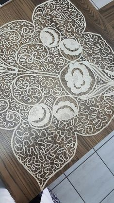 Romanian Lace, Point Lace, Needle Lace, Projects To Try, Angeles, Decor, Towels, Needlepoint, Drawing Rooms