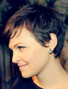 trying to find a new pixie hairstyles that give you a fresher look? Here we have chosen best 20 Brown Pixie Cuts you will totally adore! A quick and sassy pixie haircut is now terribly popular in several hair stylists'… Continue Reading → Cute Hairstyles For Short Hair, Pixie Hairstyles, Short Hair Cuts, Pixie Haircuts, Hair Styles 2014, Curly Hair Styles, Brown Pixie Cut, Pixie Cuts, Dicker Pony