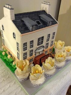 House and Tulips - Cake by Elli Warren