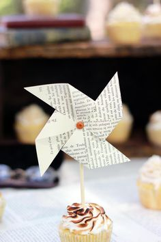 Vintage Book Theme Baby Shower // The Merrythought Girl Baby Shower Decorations, Boy Decor, Baby Shower Centerpieces, Baby Shower Themes, Baby Boy Shower, Shower Ideas, Baby Shower Cupcakes, Baby Shower Parties, Birthday Cupcakes