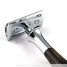 Ekskluzywna kolekcja maszynek manufaktury Edwin Jagger THE PLAZA COLLECTION.Zamknięty grzebień, 3 częściowa, chromowana, rączka imitująca czarny marmur. Każdy szczegół maszynki został dopracowany przez fachowców Edwin Jagger - precyzyjnie wykonany grzebień oraz solidna rączka sprawią, że codzienne golenie jest przyjemnością.