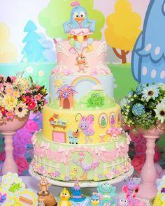 Nosso Bolo cenografico decorando a festa de aniversário no tema Galinha Pintadinha Rosa. Clique aqui e conheça nosso trabalho em Lecabel Ideias. festas criativas, topo de bolo, , cake designer, biscuit, festas personalizadas, ideias de bolos e festas, Candy colors, festa de luxo, menina, festas personalizadas. Festa da galinha pintadinha Candy Colors, galinha pintadinha rosa, #galinhapintadinha ,festa, bolo Colorful Candy, Candy Colors, Blue Chicken, Birthday Parties, Birthday Cake, Baby Shower Cakes, Christmas Photos, Diy Party, Cupcake Cakes