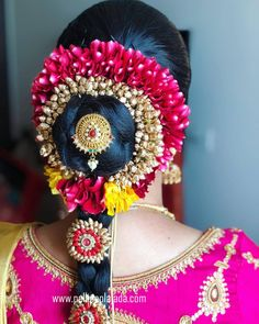Order Fresh flower poolajada, bridal accessories from our local branches present over SouthIndia, Mumbai, Delhi, Singapore and USA. Bridal Hairstyle Indian Wedding, South Indian Bride Hairstyle, Indian Bridal Hairstyles, Bride Hairstyles, Floral Garland, Flower Garlands, Telugu Wedding, Hindu Bride, South Asian Bride