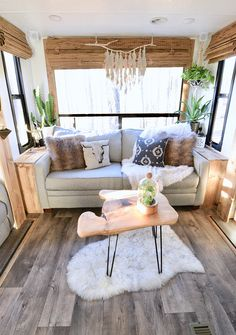 Looking to replace or upgrade your RV sofa bed? Check out this list of ideas with pictures and links that will help you find the perfect RV sofa bed of your camper, or trailer. Tiny House Living, Rv Living, Home And Living, Living Room, Small Living, Rv Sofa Bed, Kombi Motorhome, Rv Campers, Camper Life