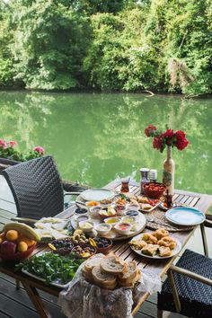 Image may contain: table, flower, outdoor, food and nature Romantic Breakfast, Turkish Breakfast, Mothers Day Breakfast, Breakfast In Bed, Perfect Breakfast, Aesthetic Food, Travel Aesthetic, Comida Picnic, Breakfast Around The World