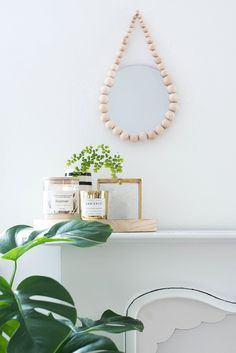 DIY Raindrop Spiegel aus Holzkugeln, Home decor, DIY, minimal Diy Cadeau Noel, Beaded Mirror, Deco Nature, Diy Inspiration, Diy Blog, Diy Interior, Wooden Diy, Dorm Decorations, Wooden Beads