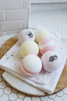 Easy homemade bath bombs.  Sounds fun, easy and these pastels colors are so spring! (The courage to relax!)