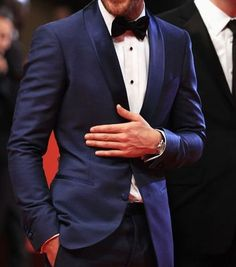 A Blue Tuxedo with a black bowtie on a dress shirt is uber cool #bowtie #Theunstitchd
