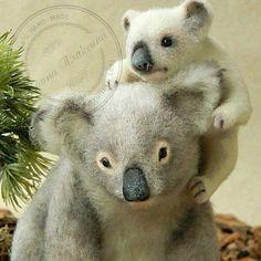 Семья коал Милая семья коал, австралийских сумчатых медведей Композиция выполнена из натуральной шерсти. В работе использована…