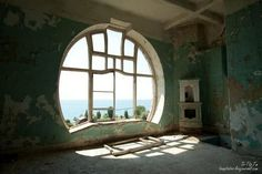 There is just something about a round window.