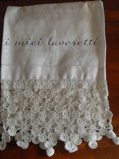 bordo fiori - Simo in cucina Basic Crochet Stitches, Afghan Crochet Patterns, Filet Crochet, Irish Crochet, Crochet Curtains, Tatting Lace, Diy And Crafts, Creations, Quilts