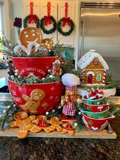 Gingerbread Christmas Decor, Candy Land Christmas, Gingerbread Crafts, Gingerbread Decorations, Merry Little Christmas, Winter Christmas, Christmas Home, Christmas Wreaths, Christmas Decorations