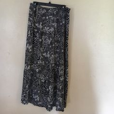 Roxy maxi skirt Beautiful maxi skirt. In like new condition. Skirts Maxi
