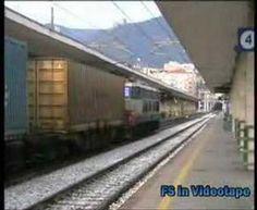 La E.655 044 in testa ad un treno merci nella stazione di Salerno