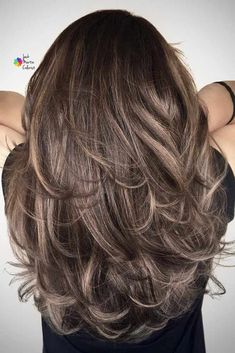 15 Modern Crimped Hair Ideas from The and - Style My Hairs Feathered Hair Cut, Feathered Hairstyles, Red Hair Cuts, Long Hair Cuts, Ombre Hair Color, Brown Hair Colors, Purple Hair, Medium Hair Styles, Short Hair Styles