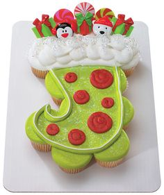 Stocking Cupcake Cake | Bakery Christmas Ideas