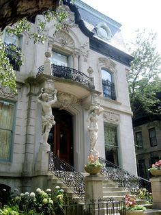 The grand entrance of the Francis J. Dewes Mansion (1896) in Chicago's Lincoln Park.  These caryatids supporting the 2nd floor balcony are rather extravagant!