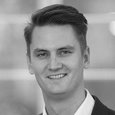"""Alexander Wagner, Head of CEE, Country Manager Czech Republic, Slovakia and Poland da Staufen, para a AHK Plus Magine: """"A comunicação feita de forma focada dentro da empresa ajuda a criar um ambiente #produtivo e de concentração, apesar das interrupções. Curtas, as reuniões diárias com foco em #solução de problemas são #eficientes e concentram os #processos em tarefas que agregam #valor"""" Lean Enterprise, Country, Short Films, Environment, Rural Area, Country Music"""