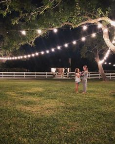 Where Do Chip and Joanna Gaines Live? Where Do Chip and Joanna Gaines Live? Estilo Joanna Gaines, Joanna Gaines Family, Chip Und Joanna Gaines, Joanna Gaines House, Joanna Gaines Farmhouse, Magnolia Joanna Gaines, Joanna Gaines Style, Fixer Upper Hgtv, Fixer Upper House