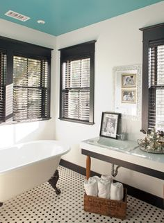 10 Gorgeous Black And White Bathrooms | Houzz Black Trim and white walls