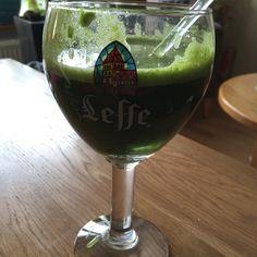 Green Veggie: Spinazie Broccoli Pastinaak Appel Komkommer White Wine, Wine Glass, Alcoholic Drinks, Tableware, Food, Dinnerware, Tablewares, Essen, White Wines