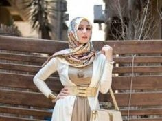Hijab Fashion 2016/2017: Sélection de looks tendances spécial voilées Look Descreption Pinned via Nuriyah O. Martinez | Hijab + Flow (fetos)