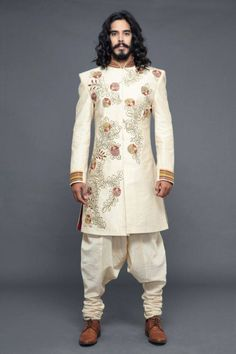Knight wedding garb inspiration to match royal colors, minus boots, add silk slippers Indian Men Fashion, Royal Fashion, Mens Fashion, Urban Apparel, Kurta Designs, Blouse Designs, Wedding Dresses Men Indian, Wedding Suits, Mens Sherwani