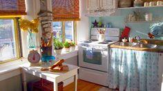 Seriously adorable kitchen!