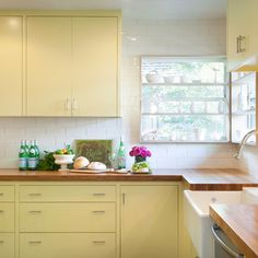 Benjamin Moore Sweet Pear on cabinets