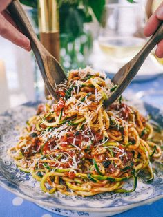Slutty No-Carb Pasta (A delicious Puttanesca Sauce over spiralizer zucchini) The Londoner Zoodle Recipes, Veggie Recipes, Low Carb Recipes, Vegetarian Recipes, Cooking Recipes, Healthy Recipes, Diet Recipes, Best Zoodle Recipe, Veggetti Recipes