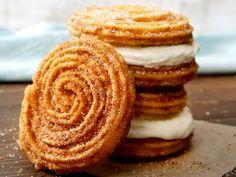 Churro Ice Cream Sandwich, Food Wishes, Cinnabon, Food Cravings, Food Truck, Sweet Tooth, Sweet Treats, Dessert Recipes, Yummy Food