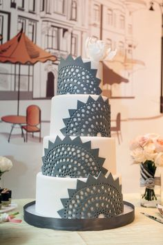 Delightful Wedding Cakes Almost Too Pretty to Eat. http://www.modwedding.com/2014/01/31/delightful-wedding-cakes-almost-too-pretty-to-eat/ #cake #wedding #weddings... Personalized Cake serving sets...  http://thevineyard.carlsoncraft.com