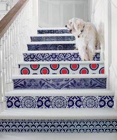 階段をリメイクするとおしゃれなインテリアに!海外のDIY事例 - POPTIE