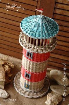 """Конспиративная квартира для туалетной бумаги типа """"Маяк"""". Сделан как дополнение к набору сплетеному ранее http://stranamasterov.ru/node/1013153  Диаметр 15,5 см в высоту 44 см без крыши, вмещает 4 рулона. Бумага чистая газетная 10,5 см на спицу 1,5. Красила пропитка дюфа дуб, палисандр, колоры снежка. Грунтовала лак+вода 1:1, лакировала лаком для саун и бань 2 раза. фото 5"""