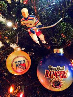 #HockeyHolidays on a #NYR tree submitted by twitter fan @Ashley Walters Erickson.