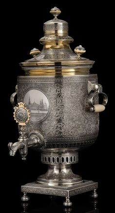 Parcel-Gilt Silver and Niello Samovar Marked Ovchinnikov with the Imperial warrant, Moscow, 1879