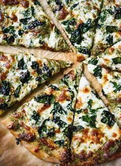 Pizza con pesto de col rizada