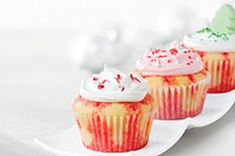Our JELL-O poke cakes are long-time favourites, so we decided to make a version using cupcakes! Pair up a boxed cake mix and your favourite JELL-O Jelly Powder and turn them into our beloved Poke Cupcakes - your family will thank you. Baking Cupcakes, Fun Cupcakes, Cupcake Recipes, Cupcake Cakes, Dessert Recipes, Poke Cakes, Kraft Recipes, Banana Sour Cream Cake, Cool Whip