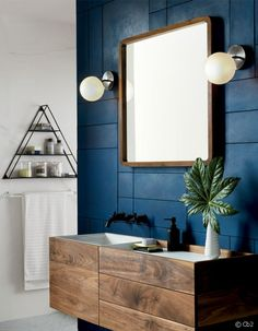 Appliques, miroir et étagère, on aime tout !