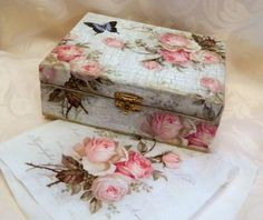 Decoupage tutorial for beginners - DIY. How to decoupage a box. Napkin Decoupage, Decoupage Tutorial, Decoupage Vintage, Diy Decoupage Box, Cigar Box Crafts, Decoupage Furniture, Vintage Furniture, Furniture Ideas, Shabby Chic Crafts
