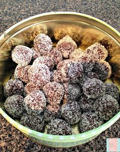 These are my all time favourites for easy, healthy bliss balls in the thermomix. They're ready in seconds and taste as good as they look. Bellini Recipe, Snack Recipes, Cooking Recipes, Bliss Balls, Vegan Vegetarian, Healthy Snacks, Raspberry, Power Balls, Eat