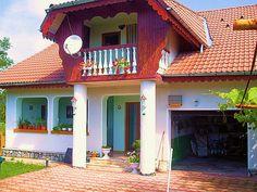 Casa cu regim de inaltime P+Em de vanzare in zona centrala a localitatii-statiune Breaza (judetul Prahova, Romania), in imediata apropiere a Clubului de Golf *** Lac de Verde ***, aceasta avand suprafata utila de 146 mp, suprafata construita de 281 mp, plus teren in suprafata de 575 mp. Imobiliare Breaza pe Valea Prahovei. House for Sale in Prahova Valley. Romanian Real Estate for Sale.
