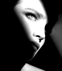Resultado de imagen para woman face shadow photography