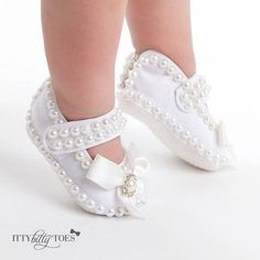 Girls Shoes - Make The Feet Pleased With These Shoe Tips Toddler Shoes, Kid Shoes, Girls Shoes, Cute Baby Shoes, Baby Girl Shoes, Crochet Shoes, Crochet Baby Booties, Baby Dress Design, Baby Girl Baptism