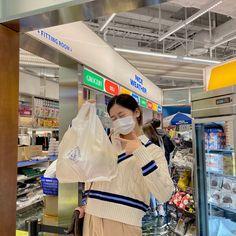 Korean Aesthetic, Aesthetic Indie, Korean Best Friends, Au Ideas, Korean Girl Photo, All About Kpop, Yu Jin, Donut Party, Bts Boys