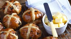 Classic hot cross buns recipe, Listener – The smell of these freshly baked hot cross buns will get you in the spirit of Easter ampnbsp - Eat Well (formerly Bite) Cross Buns Recipe, Bun Recipe, Baking Buns, Bread Baking, Easter Hot Cross Buns, Sugar Cookie Pizza, Sbs Food, Easter Brunch, Easter Dinner