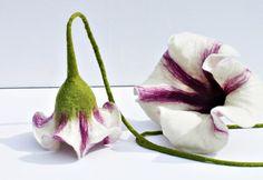 Gastgeschenke - 2x Filzblüten, doppelte Fensterdeko - ein Designerstück von Mafiz bei DaWanda