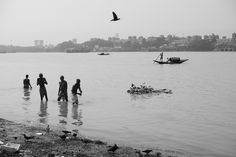 Indian men bathing in the morning. When Im Bored, Indian Man, West Bengal, Documentary Photography, Photography Projects, Kolkata, Documentaries, Bathing, Places To Visit