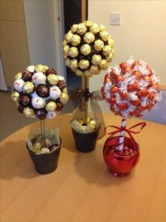 Sweet Trees made with Ferrero Roche and Lindor Chocolates Süße Bäume mit Ferrero Roche und Lindor Chocolates Valentines Gifts For Boyfriend, Valentines Diy, Valentine Day Gifts, Romantic Valentine Ideas, Homemade Valentine Gifts, Romantic Ideas, Saint Valentine, Candy Arrangements, Candy Centerpieces